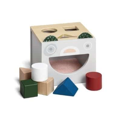 Present to a 1-year-old Blocks sorting boxes where you put bricks with different shapes in different holes and then pick them out again and start over. This is a fun gift for young children. The shapes you inserted inside through their respective spaces can be removed from the big hole on it.